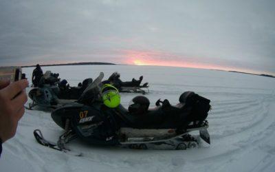 Сафари на снегоходах и собачьих упряжках